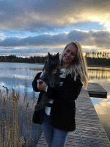 eroakiireesta_Miss Suomi Alina Voronkova Pertunmaalta ja kissa