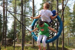 eroakiireesta_Mäntyharjun metsäleikkipuistossa viihtyvät kaupunkilaismuksutkin_Mikkelin seutu