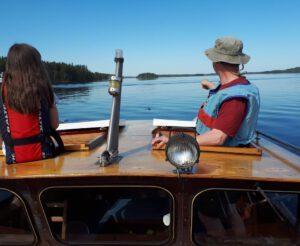 eroakiireesta_norppa bongattu venettä seuraamassa_Saimaa_Puumala_Mikkelin seutu_kuva_Sanna Korhonen