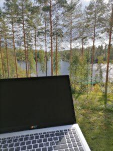 Etäopiskelua luonnon keskellä. Puumala. Mikkelin seutu.