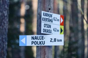 Mikkelin Kalevankangas. Ulkoilureittikyltit. Kuva Pihla Liukkonen Kontrastia.