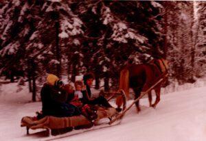 Tapaninpäivän ajelu hevosreellä vuonna 1975. Kuva Paula Liukkonen Hirvensalmi.