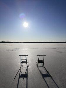 Jäätynyt järvi ja potkurit. Juva.