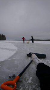 Pienet luistelijat. Kuva Tiia Korhonen-Arkko. Kangasniemi.