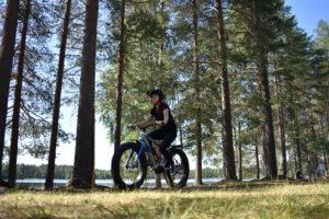 Pyöräilyä Juvan maisemissa. Kuva Johanna Grunér.