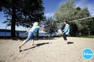 Suliksen pelailua Hirvensalmen hiekkabiitsillä.